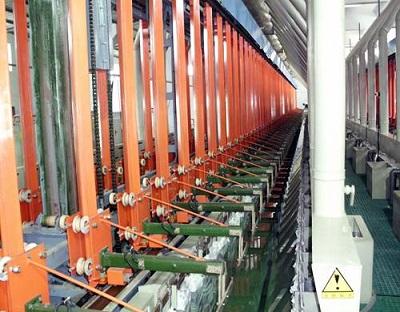 Автоматическая вертикальная подъемная линия для подвесного нанесения на пластик
